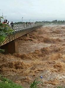 flooding in Mozambique, river bridge