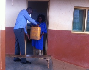 VillageReach teams assist with fuel and vaccine deliveries to rural health facilities
